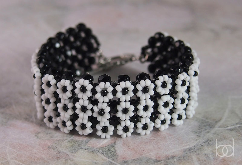 Daisy bracelet beading pattern download