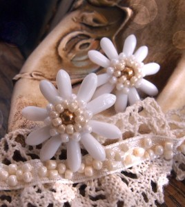 beaded flower earrings tutorial, white lady flower earrings beading pattern