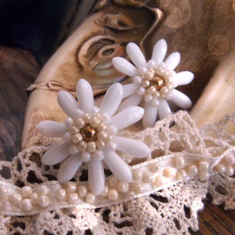 beaded flower earrings tutorial, white lady flower earrings beading pattern