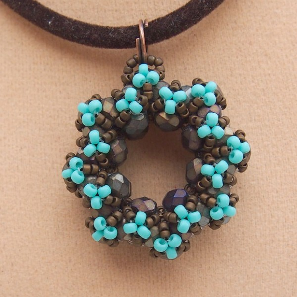Beading tutorial annie donut pendant beading tutorials beading tutorial annie donut pendant aloadofball Image collections